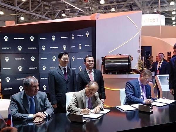 Việt Nam - Nga ký hợp tác dầu khí trên Biển Đông